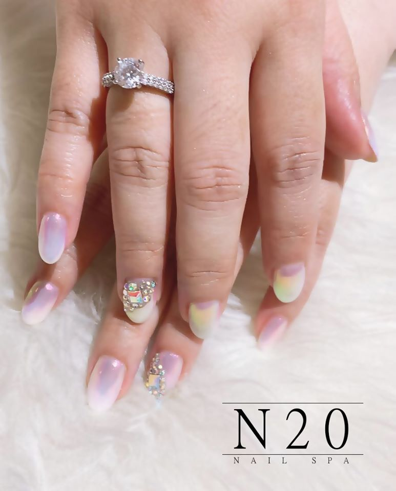 Pearl Chrome Nail Art: Mermaid / Unicorn / Iridescent / Pearlescent Chrome - N20 Nail Spa