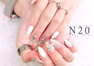 3D Nail Art Design: White Bejewelled Almond Nails