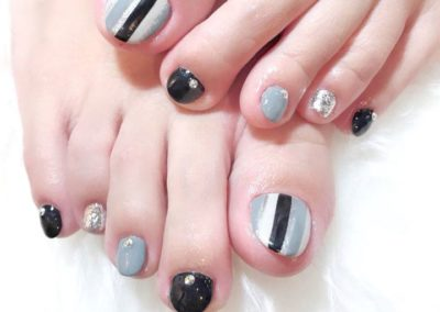 Black White Grey Stripes – Pedicure Nail Art Design