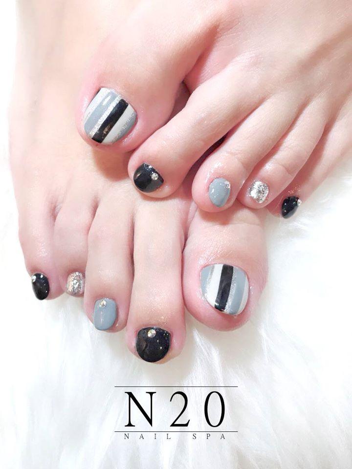 Black White Grey Stripes - Pedicure Nail Art Design - N20 Nail Spa