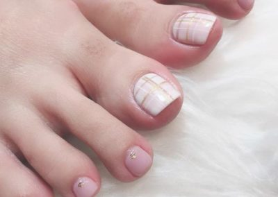 Dainty Pedicure Nail Art – White & Gold Gridlines on White & Pink Base
