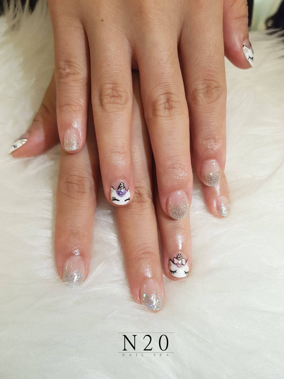 "Feline cats manicure nail art ""Lazy sleep cat eyes with lashes"" and silver glitters - N20 Nail Spa"