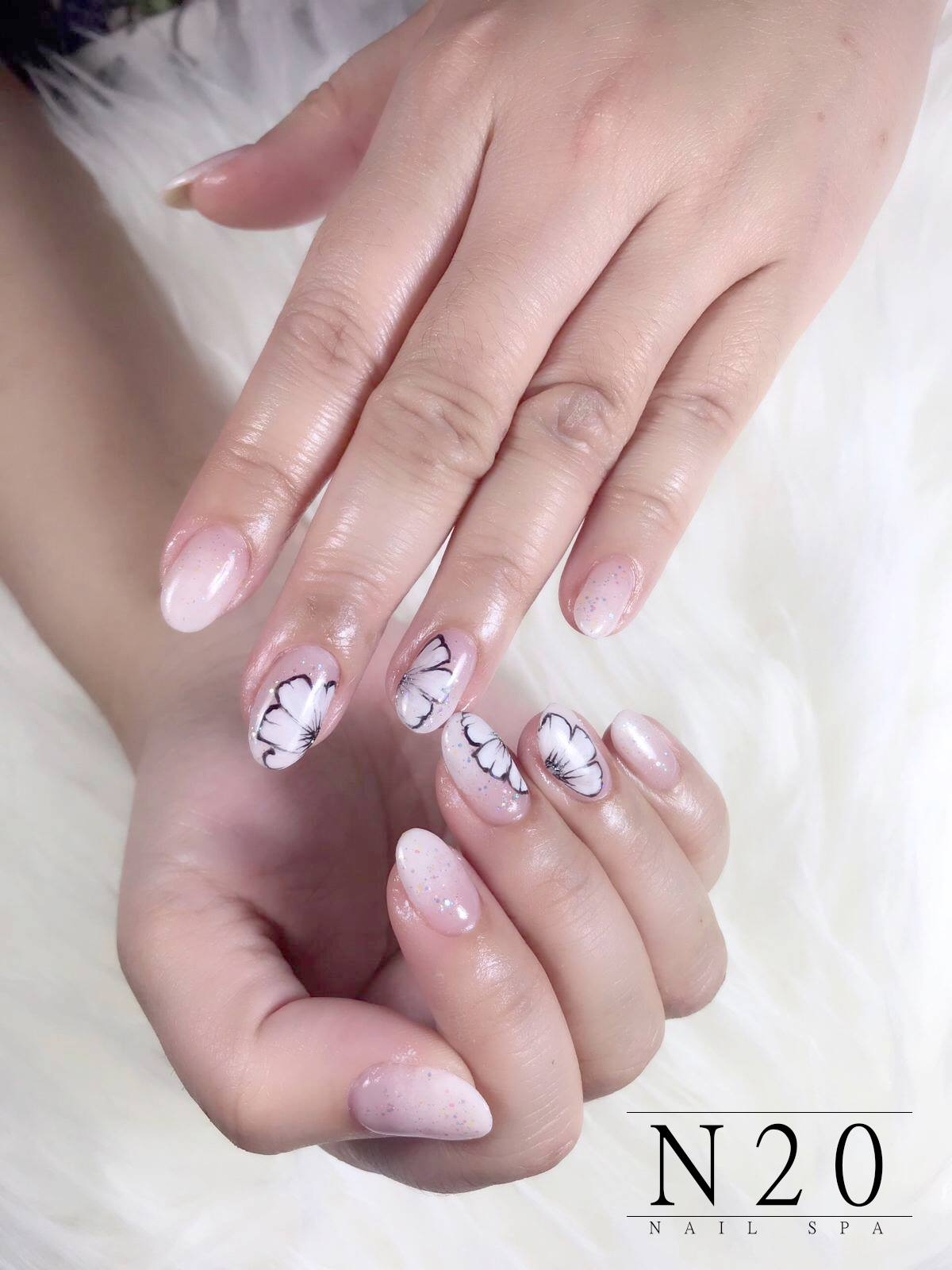 Natural clear polish with flora pattern and silver glitters manicure nail art
