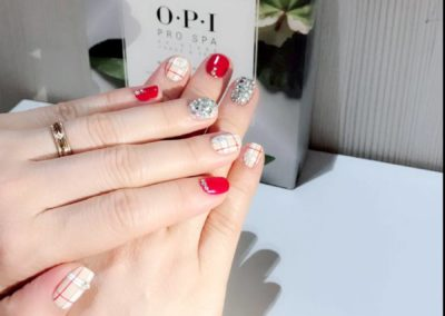 Haymarket Check Manicure Nail Art – Glossy red silver shimmering studs