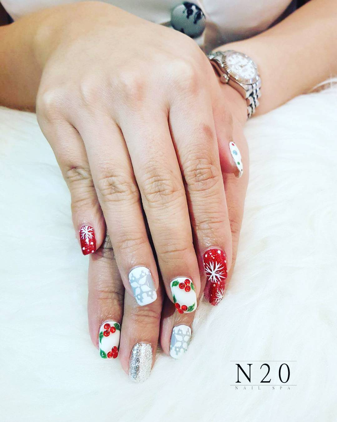 Red white Christmas manicure nail art - N20 Nail Spa