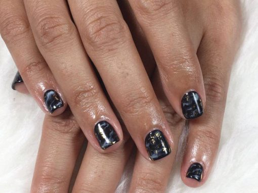 Black Marble-look manicure nail art with touch of gold