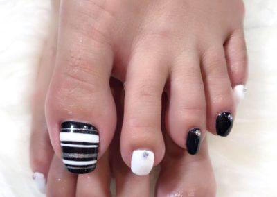 Pedicure Nail Art: Black white silver glitters studded