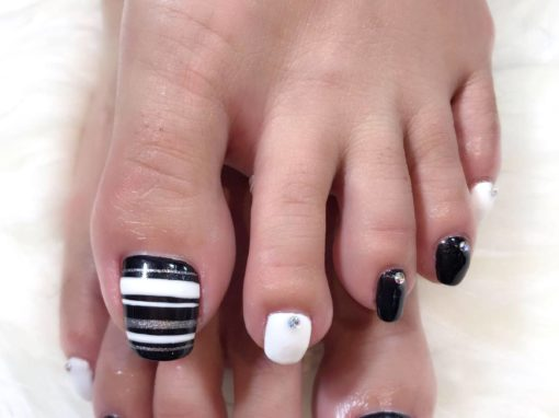 Pedicure Nail Art: Black white silver glitters studded